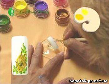 навчальне відео: мініатюрний розпис нігтів